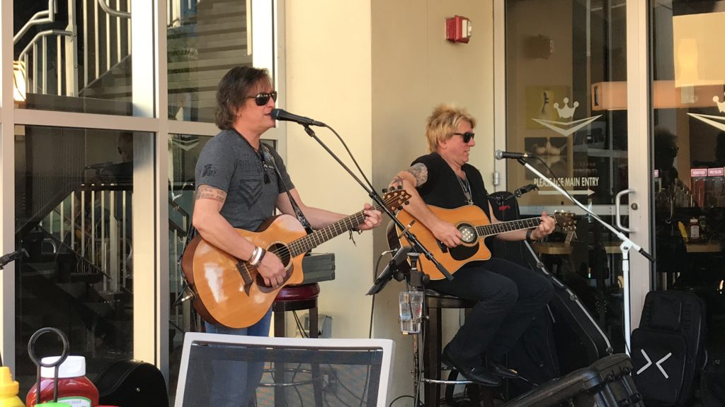 live entertainment outside of Splitsville to make lasting memories