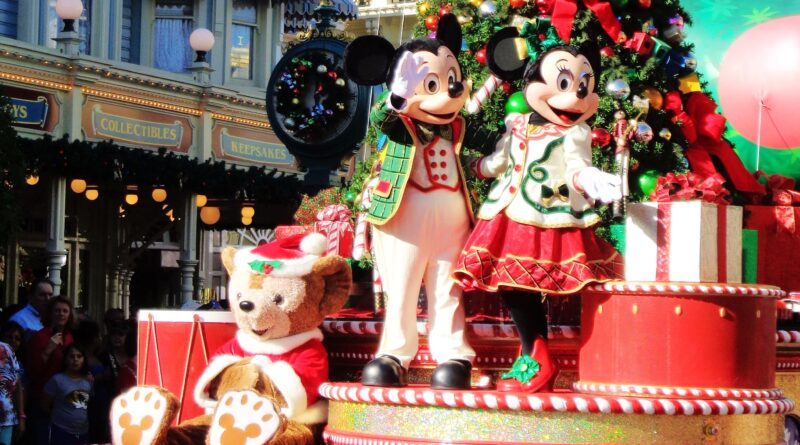 Mickey & Minnie Holiday Float